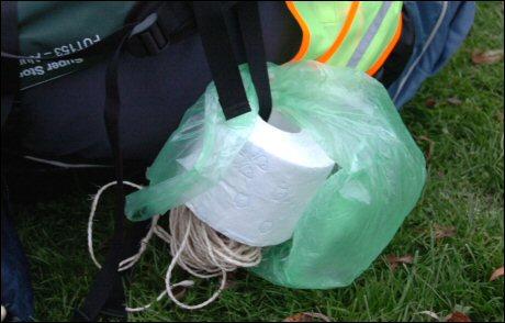 SuReAc 2007: Een rol wc-papier en een touwtje in de tas van een van de deelnemers. foto Peter Nicolai